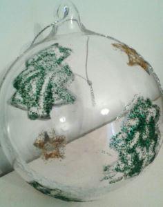 Decorazione su pallina in plexiglas trasparente