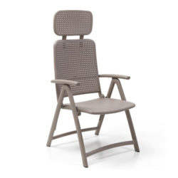 Poltrona Nardi, modello acquamarina. Poltrona da esterno in color tortora con braccioli e schienale reclinabile