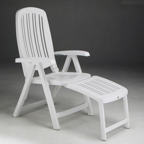 Poltrona Nardi modello salina. Colore bianco con braccioli e schienale reclinabile